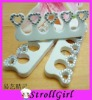 Toe separator with diamond